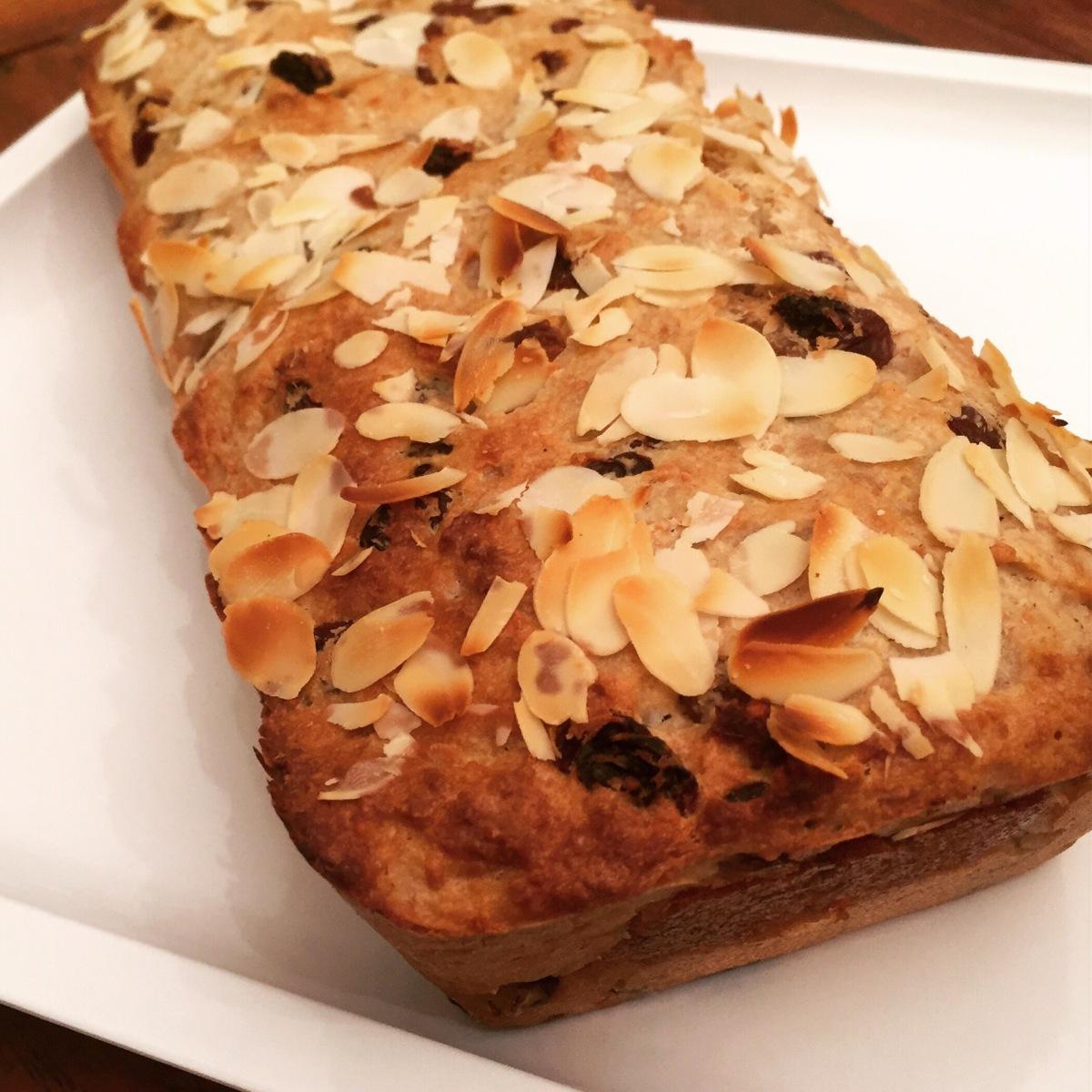Vegan Paasbrood of Paaskwarkbrood met spijs