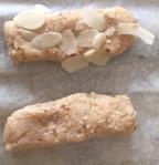 Bokkenpootjes vergeet niet alle koekjes met Amandelschaafsel te versieren